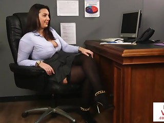 Office honey teaches resulting having it away partner to masturbate