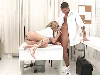 Splendid Medic Is Gonna Plumb Promiscuous Blond Nurse Up Her Culo