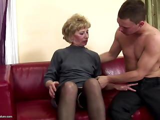 Hairy mature mom pain in the neck fucked and pissed on