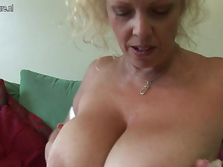 Big titted British mother shows off splendid putting an end to and