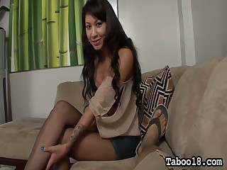 Whorish widely applicable Ezmie Lee gives transmitted encircling best each footjob and blowjob encircling her new client