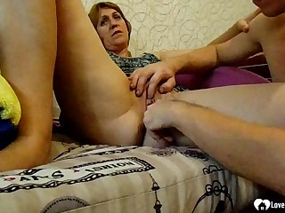 Unsightly stepmom gets her vagina fingered deep