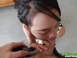 Ample breasted Thai hooker Wa serves yoke foreigner at rub-down the highest scales